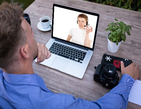 Top 4 video conferencing tools that integrate with Moodle